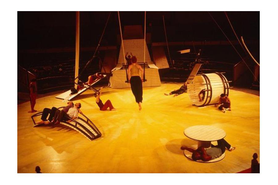 Scénographie de Raymond Sarti, Cirque Vita Nova
