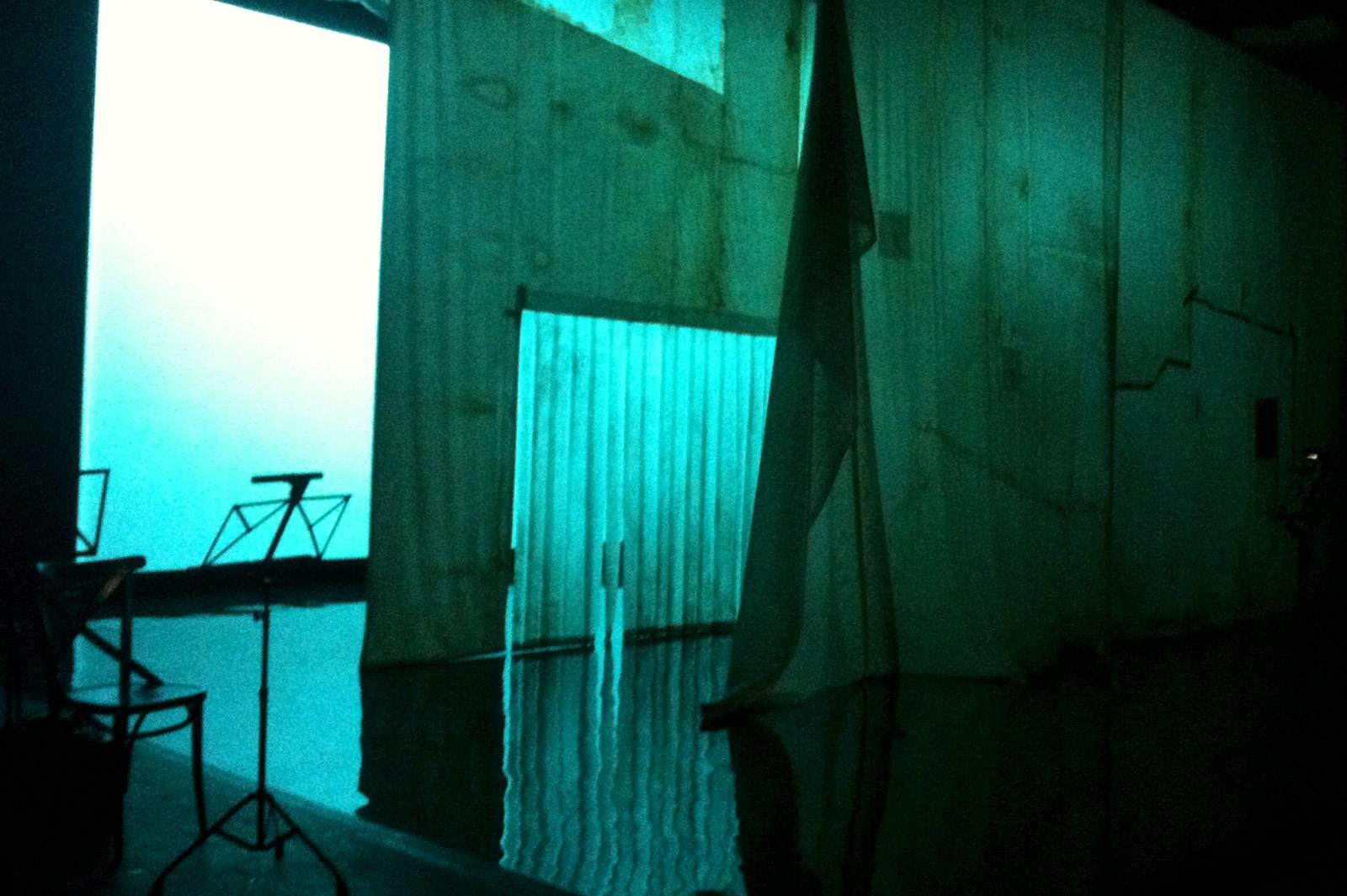 Scénographie de Raymond Sarti, Ma mère qui chantait sur un phare Gilles Granouillet