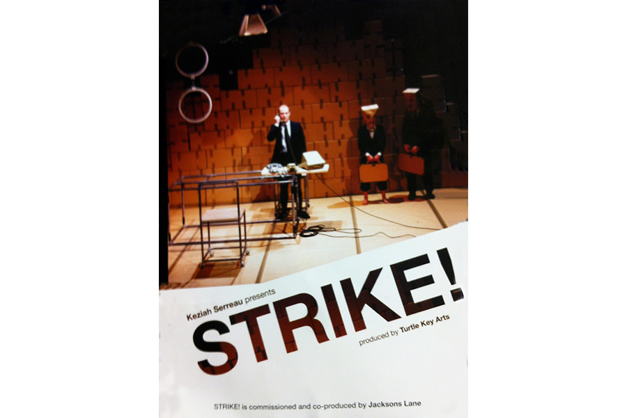 Scénographie de Raymond Sarti, Strike